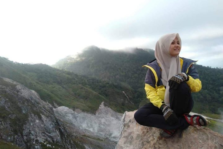 Menikmati kabut tipis di gunung Ambang, Boltim.